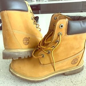 Size 8.5 women's inside wedged timberlands